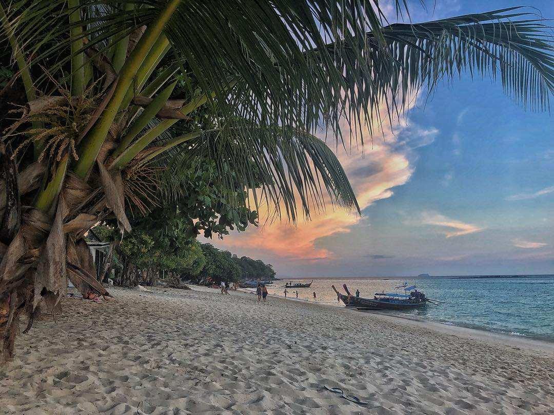 Het prachtige long beach op Koh Phi Phi