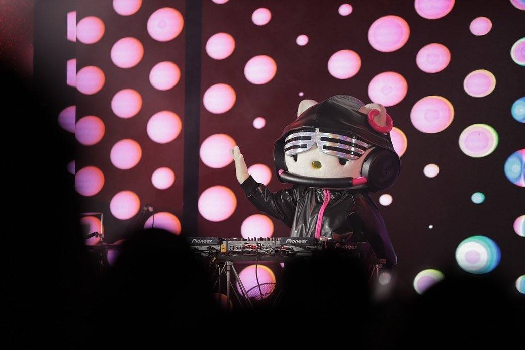 DJ Hello Kitty at the Countdown Bangkok 2019 of Siam Paragon