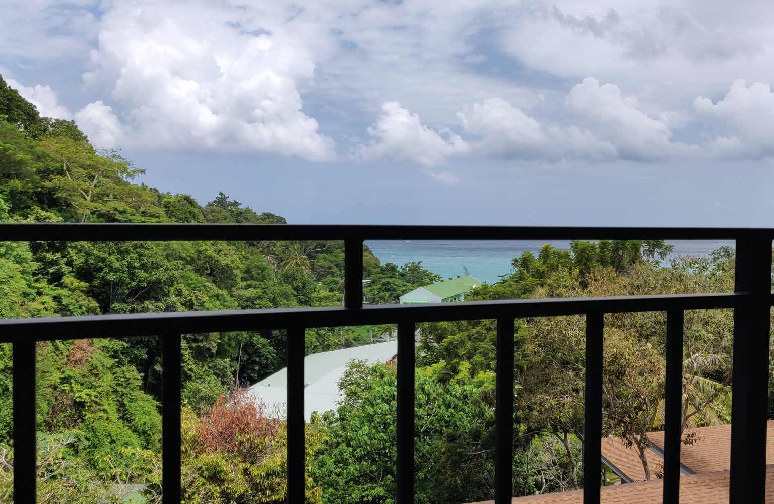 Balkon met uitzicht op zee U rip Resort Phi Phi Island