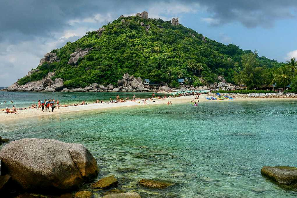 Koh Tao, clear sea and green island