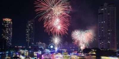 De Chao Phraya Rivier Tijdens Oud En Nieuw 2019 In Bangkok