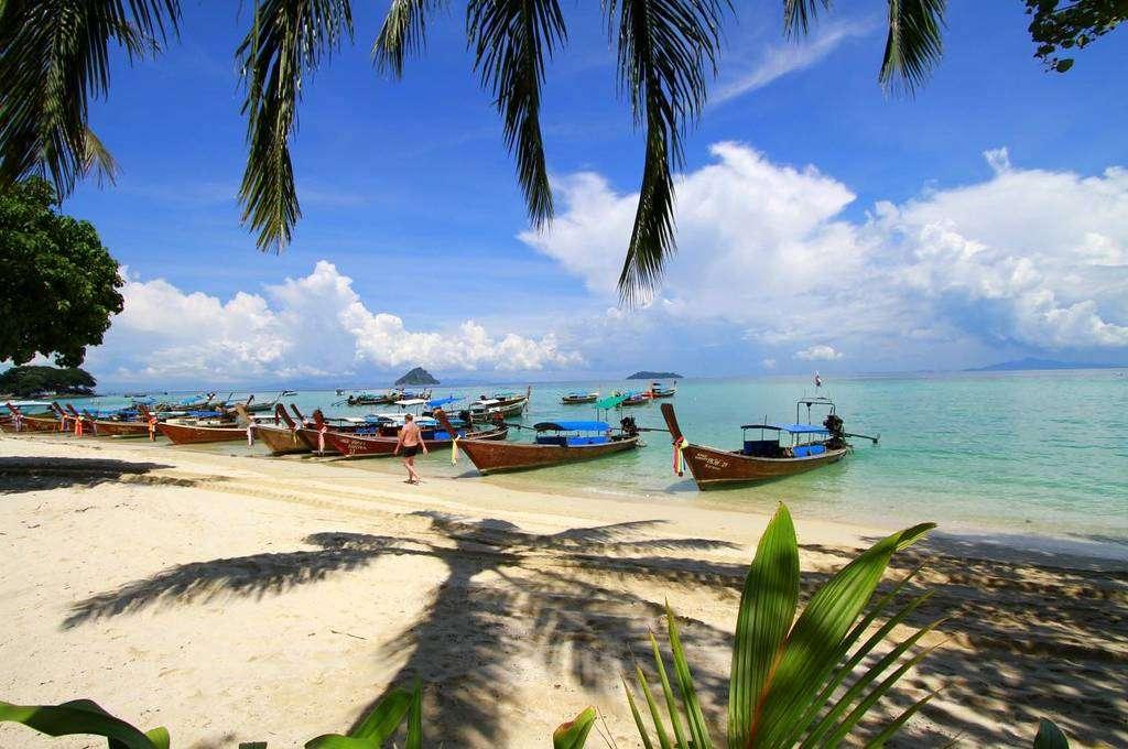Mooie foto van een strand op Koh Phi Phi in Thailand
