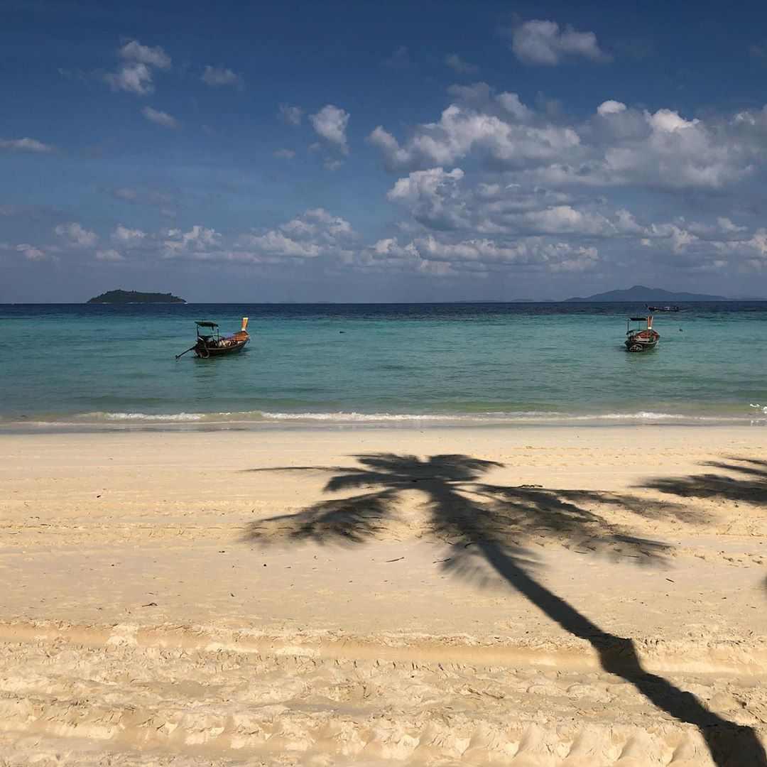 Het strand bij het Holiday Inn Resort op Koh Phi Phi (Laemtong Beach)