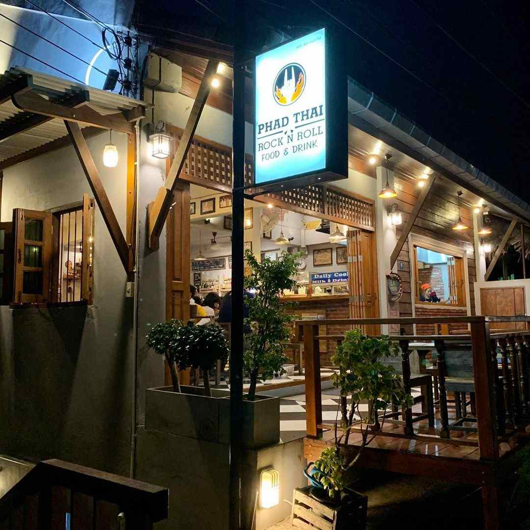 The front of Phad Thai Rock n Roll near Kantiang Bay, one of the best restaurants on Koh Lanta!