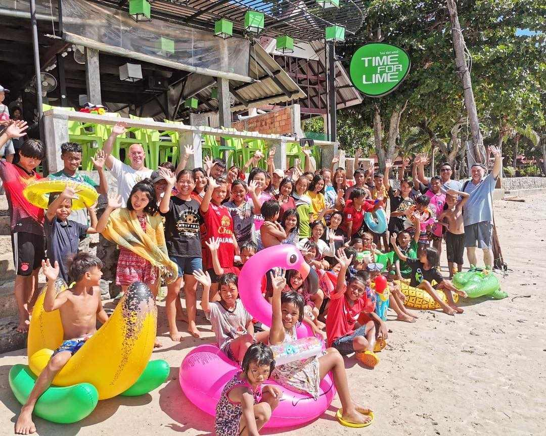 Whole group of Thai schoolchildren for Time For Lime on Koh Lanta, Thailand