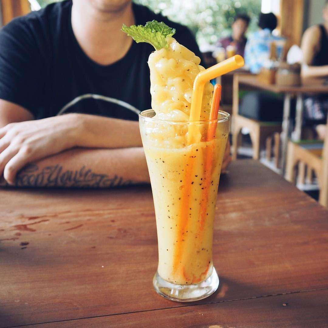 Fruitshake at Phad Thai Rock n Roll near Kantiang Beach, one of the best restaurants on Koh Lanta!