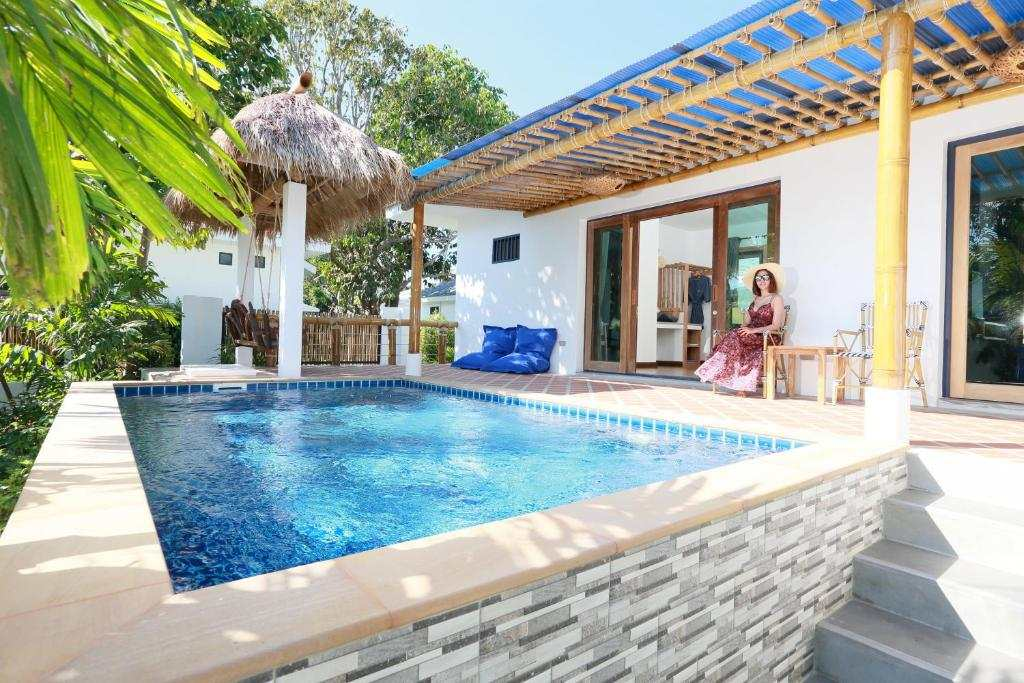 The pool villa of Lanta Casa Blanca (one of the best luxury resorts on Koh Lanta)