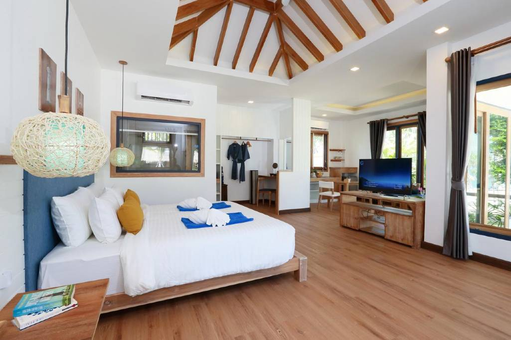 The spacious room of Lanta Casa Blanca (one of the best luxury resorts on Koh Lanta)