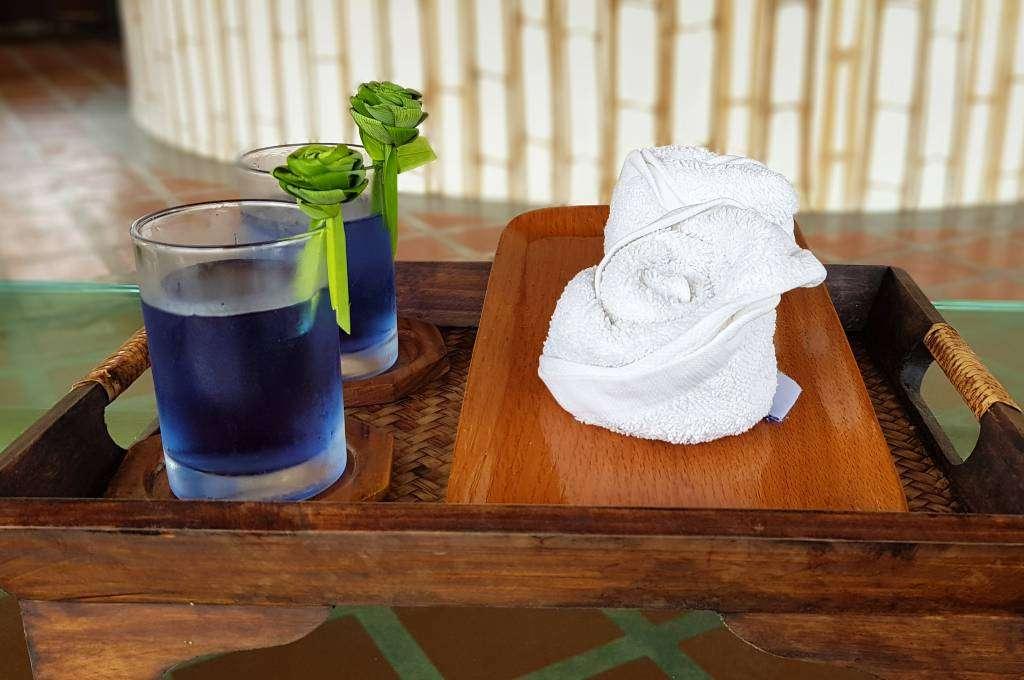 Welcome drink and fresh cloth at the reception of Lanta Casa Blanca on Koh Lanta