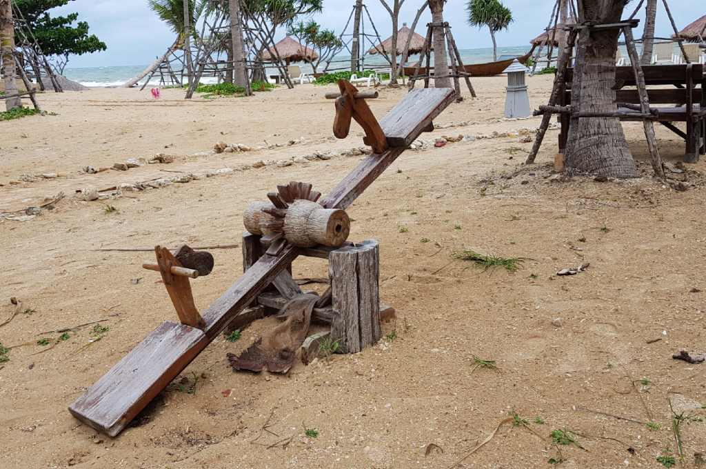 A rocking horse seesaw on Relax Bay Beach, the beach of Lanta Casa Blanca in the rainy season