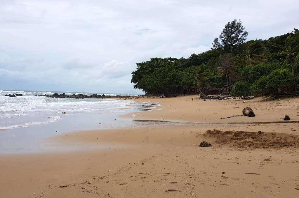 Relax Bay Beach, het strand van Lanta Casa Blanca in het regenseizoen