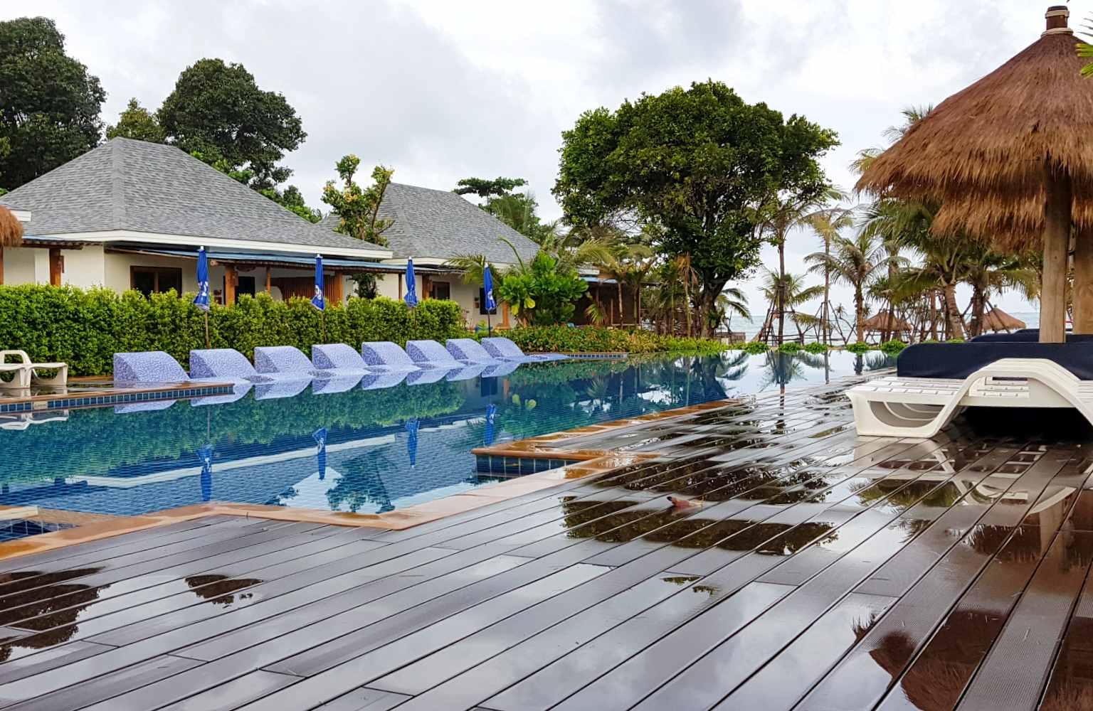 The fantastic pool of Lanta Casa Blanca