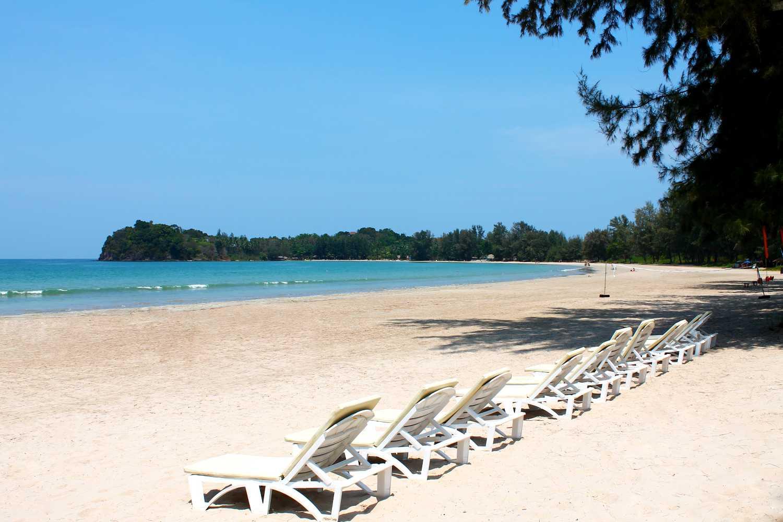 Twin Lotus Koh Lanta, mooi strand met ligbedden