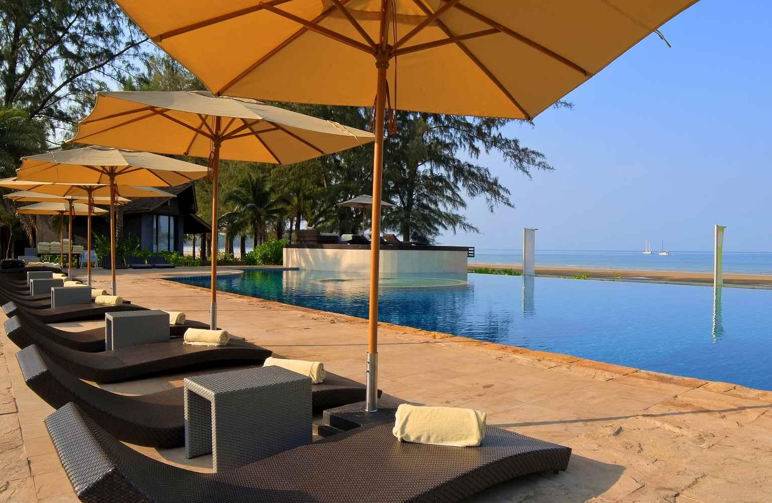 Infinity pool aan het strand, Twin Lotus Koh Lanta