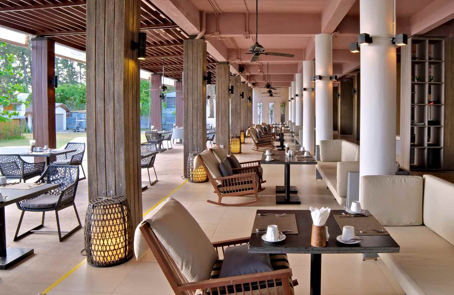 Twin Lotus Koh Lanta, restaurant met uitzicht op zee