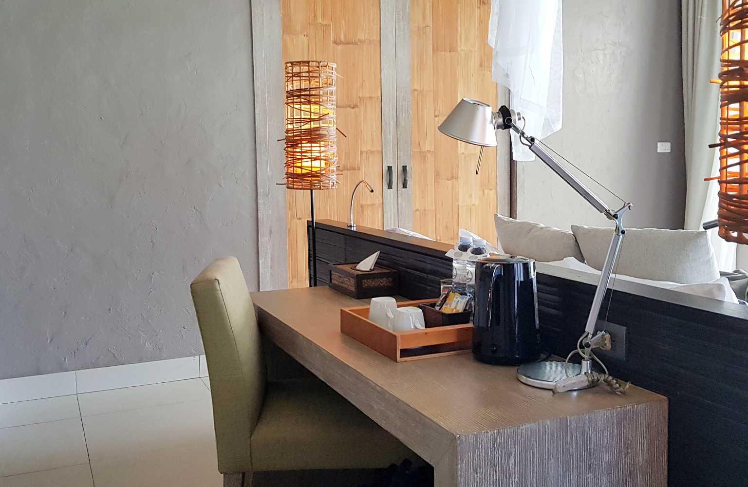 Hotel Twin lotus Koh Lanta, bureau in kamer