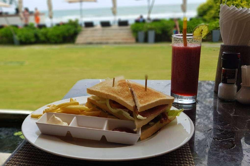 Eten met uitzicht op het strand, Twin Lotus Koh Lanta