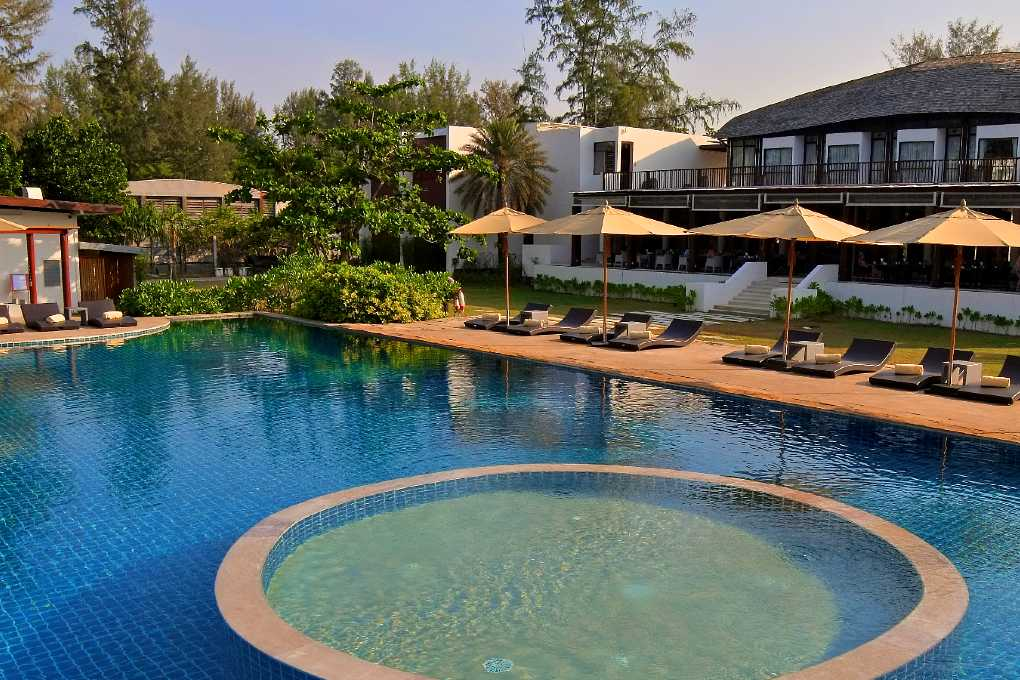 Twin Lotus Resort, Hotel met zwembad in Koh Lanta in Thailand