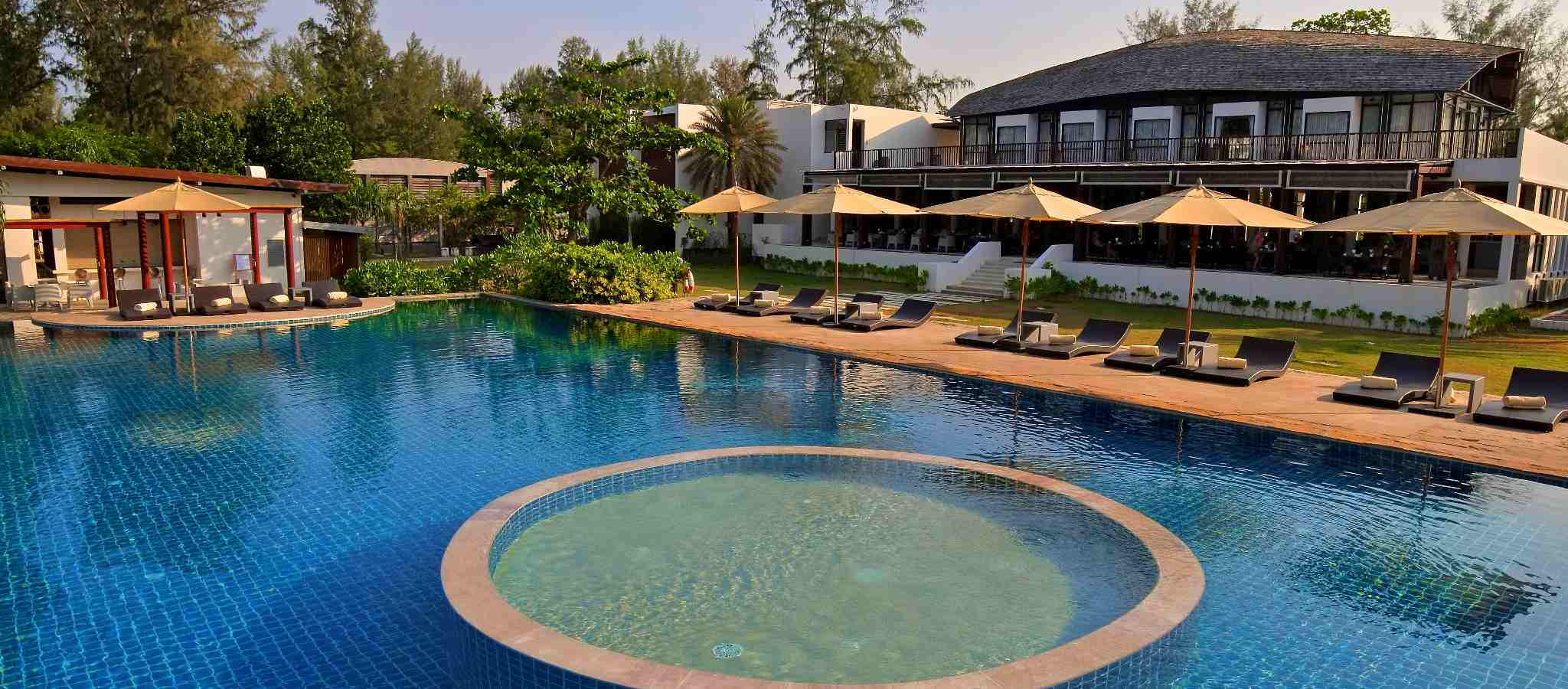 Twin Lotus, Hotel with pool in Koh Lanta in Thailand