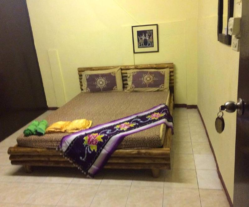 Saladan Koh Lanta budget room with double bed