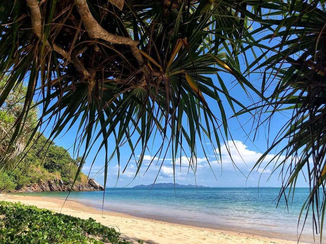 Een mooi rustig strand op Koh Lanta
