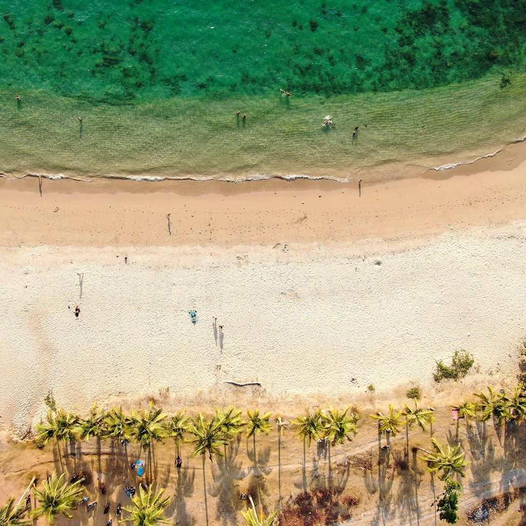 Strand van Koh Lanta vanaf boven gezien