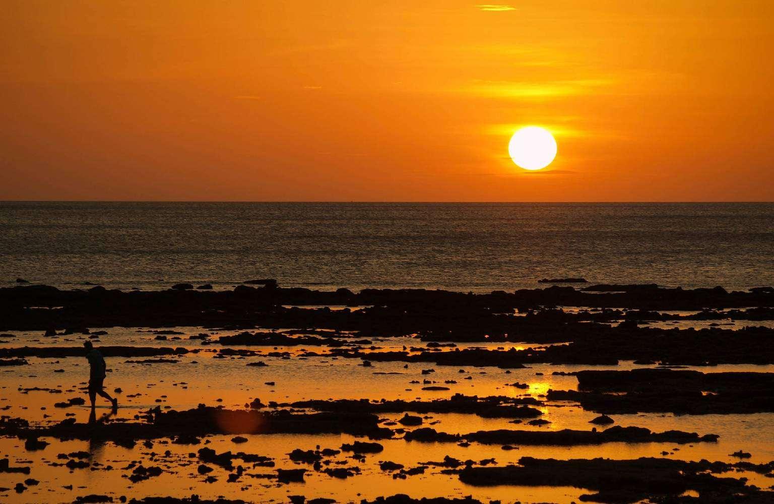 Zonsondergang in de zee Klong Khong Beach