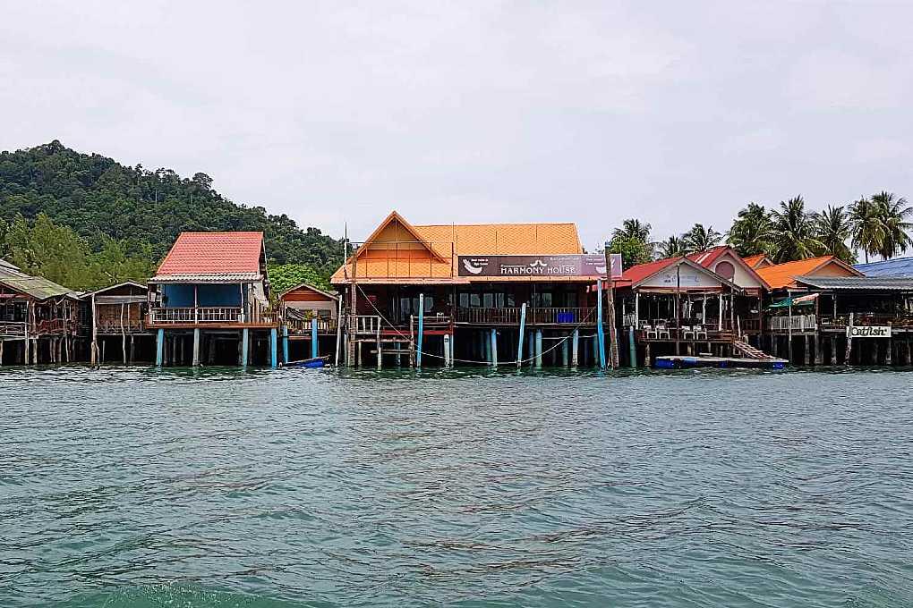 Saladan Koh lanta, huizen op palen boven zee