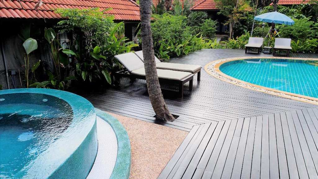The pool and hot tub at Chaw Ka Cher Tropical Lanta Resort, Best mid-range hotels on Koh Lanta
