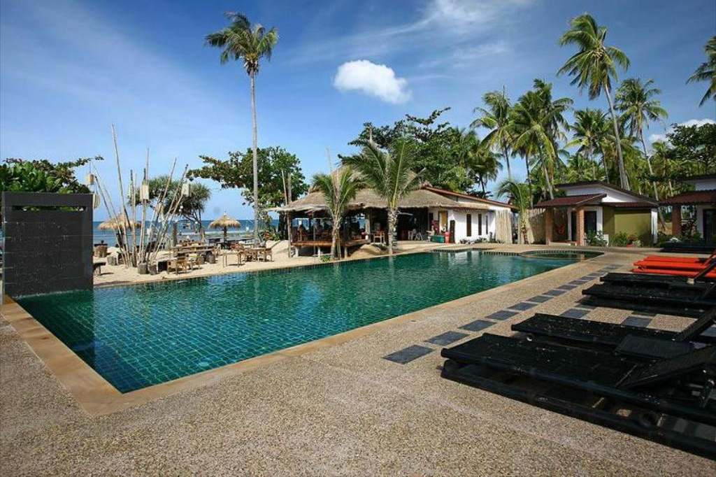 Swimming pool of the Coco Lanta Eco Resort, Best mid-range hotels on Koh Lanta