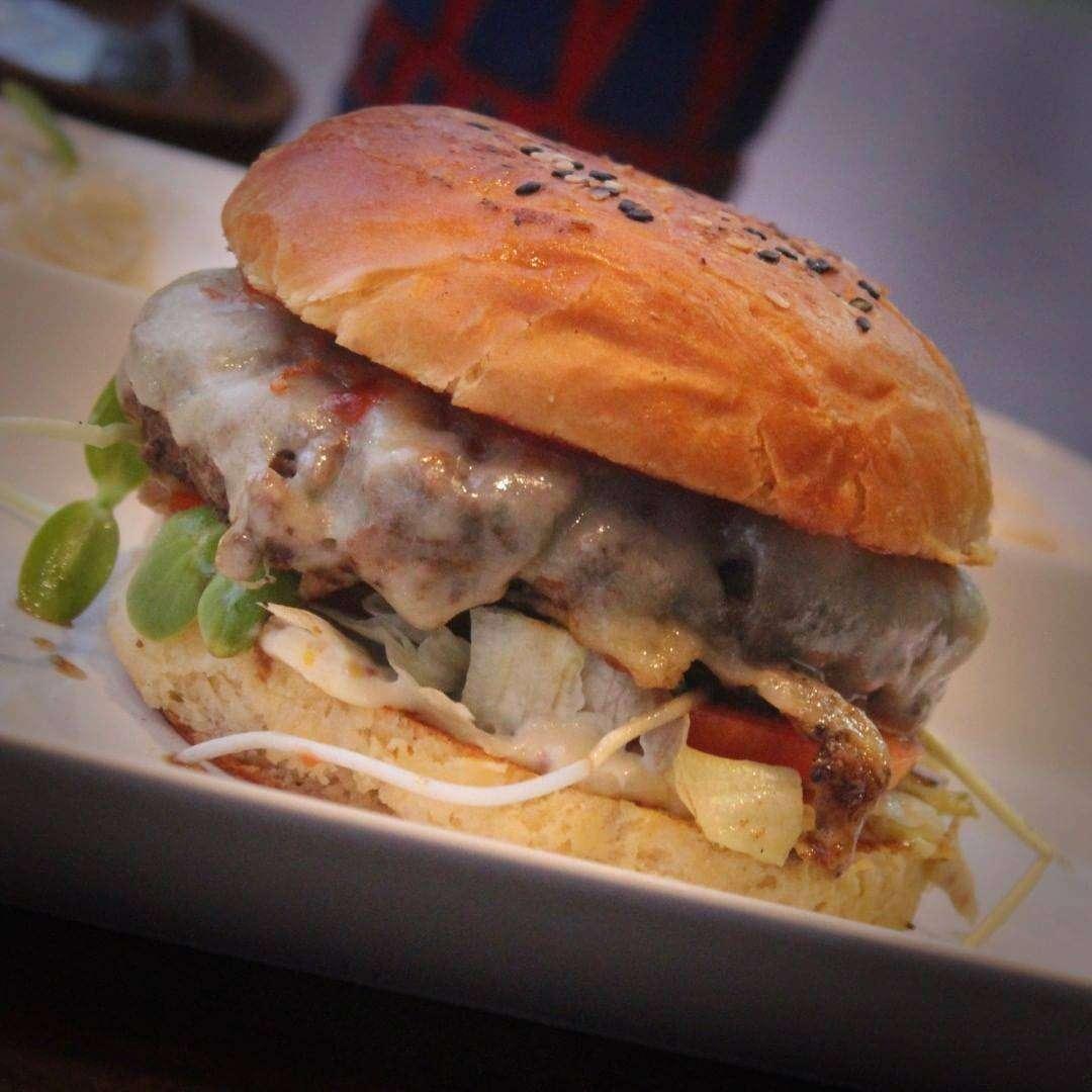 Super juicy burger at Global Local, Home of the serious Burger in Saladan Koh Lanta, one of the best restaurants on koh lanta!