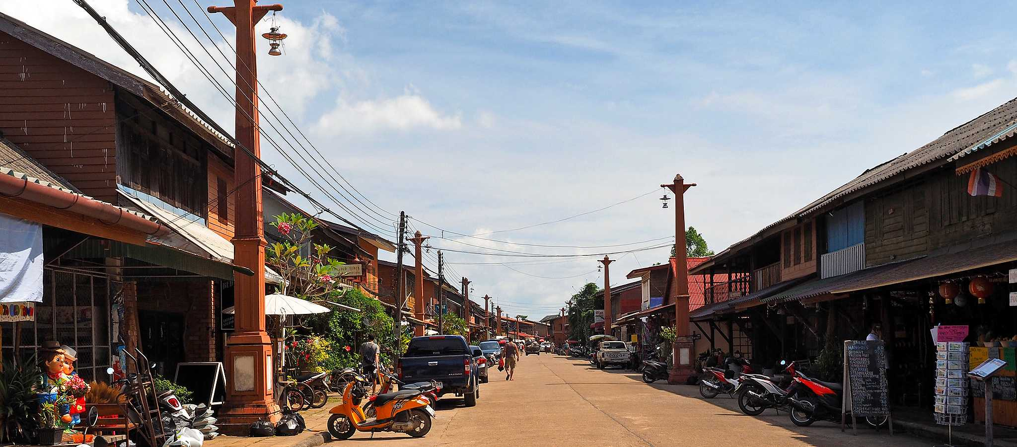 Koh Lanta Old Town, shopping street with restaurants and shops