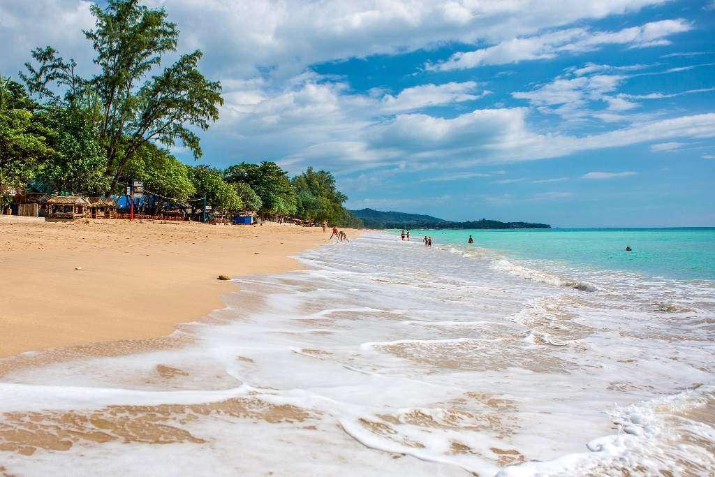 Het prachtige Long Beach, misschien wel het populairste strand van Koh Lanta in Thailand