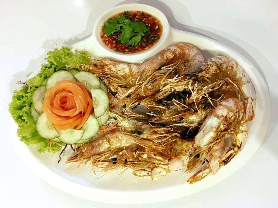 Serve mer shrimp at Rareview Restaurant, one of the best restaurants on koh lanta!