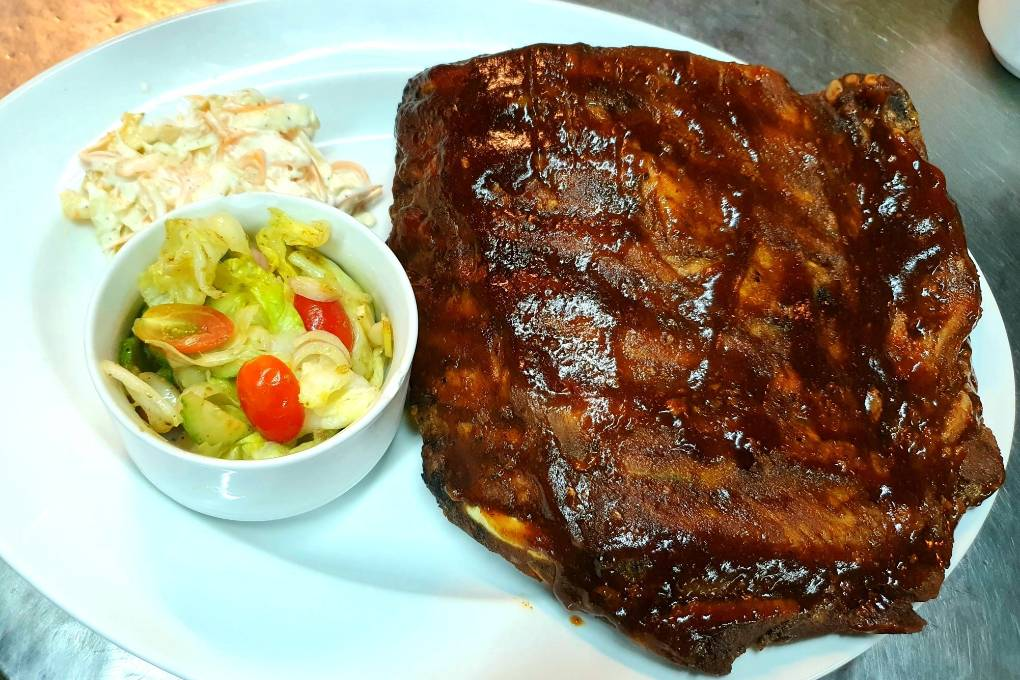 "Spareribs bij Moo Uan ""The Fat Pig"" op Koh Lanta"