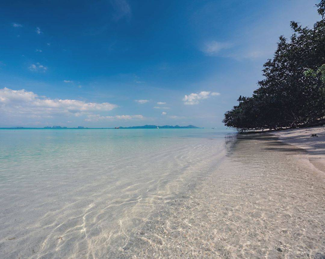 De prachtige kuststrook van Koh Kradan in Thailand