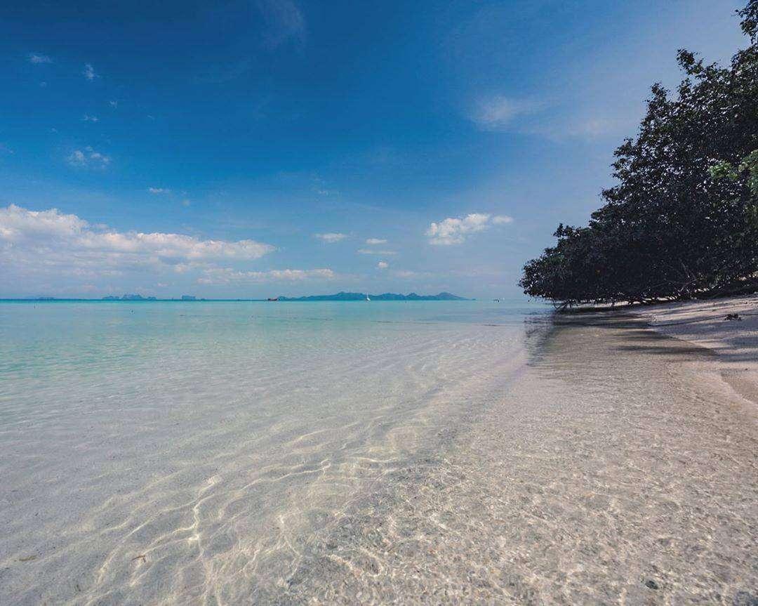 The beautiful coastline of Koh Kradan in Thailand