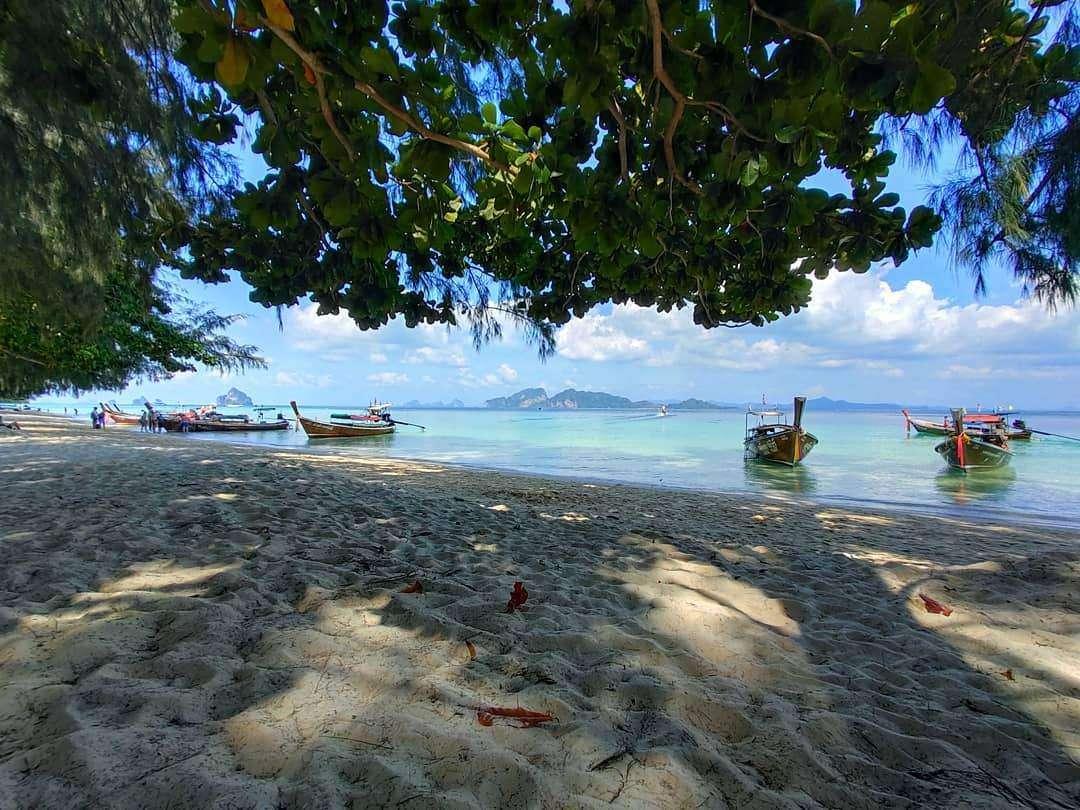 Het strand van het Seven Seas Resort op Koh Kradan, Thailand