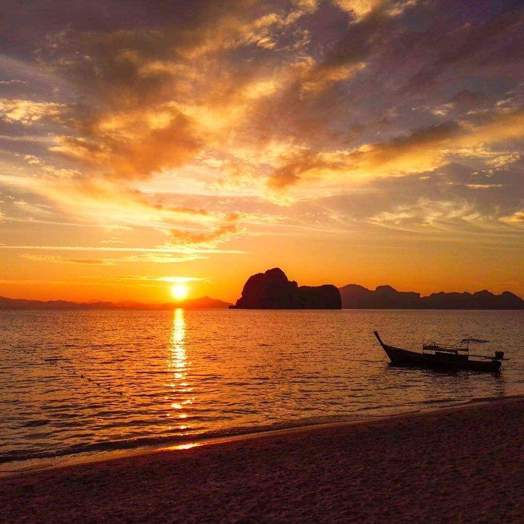 Zonsondergang op Koh Ngai