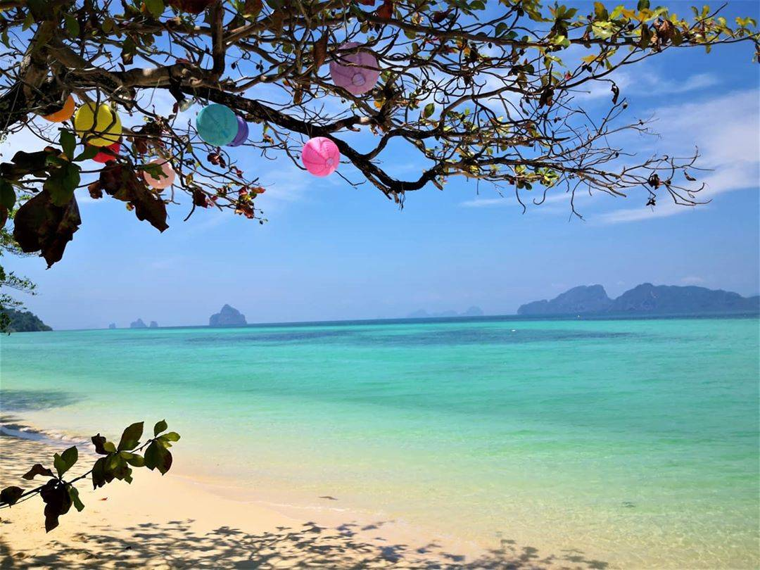 The amazing view from the beach of Koh Kradan