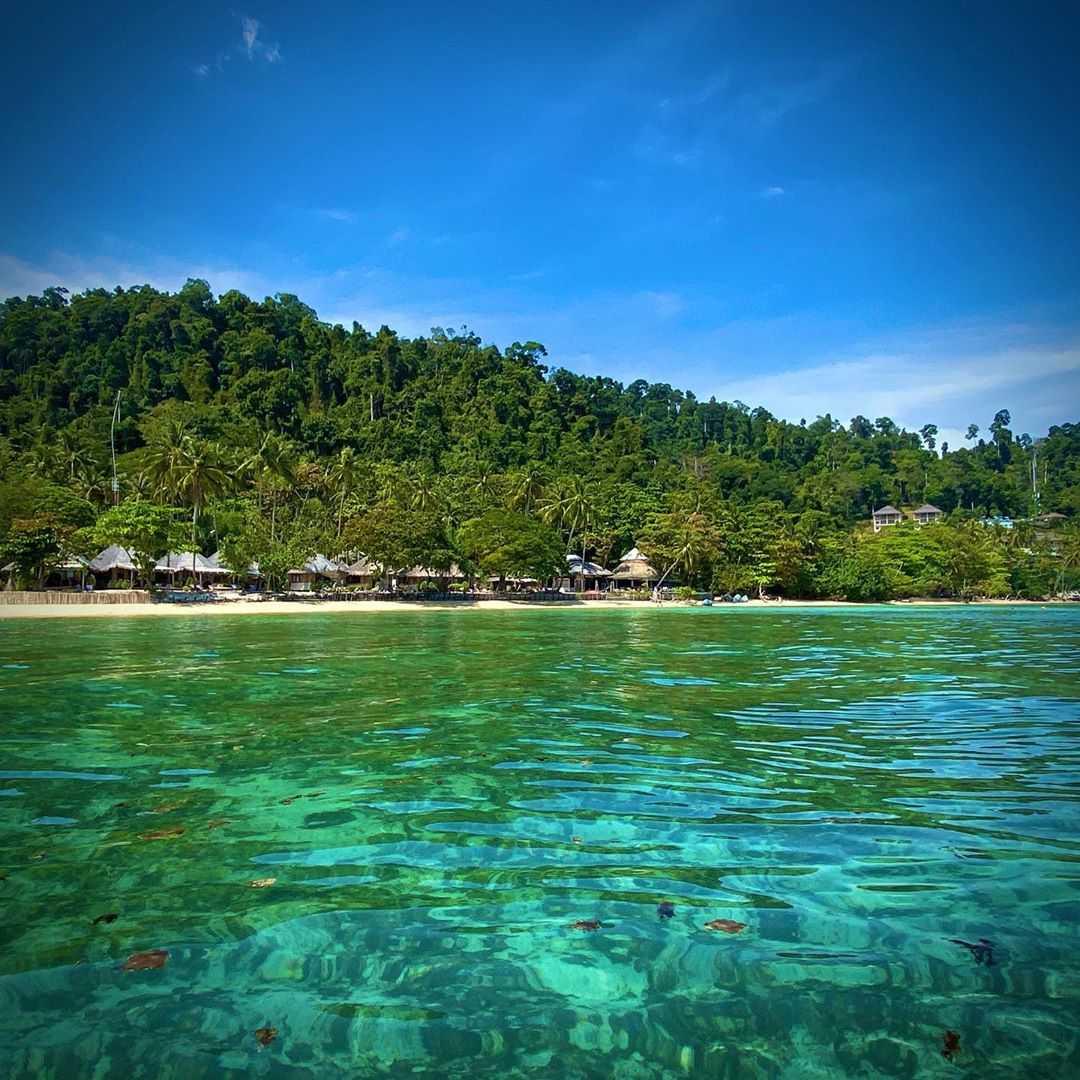 De prachtige zee van Koh Ngai