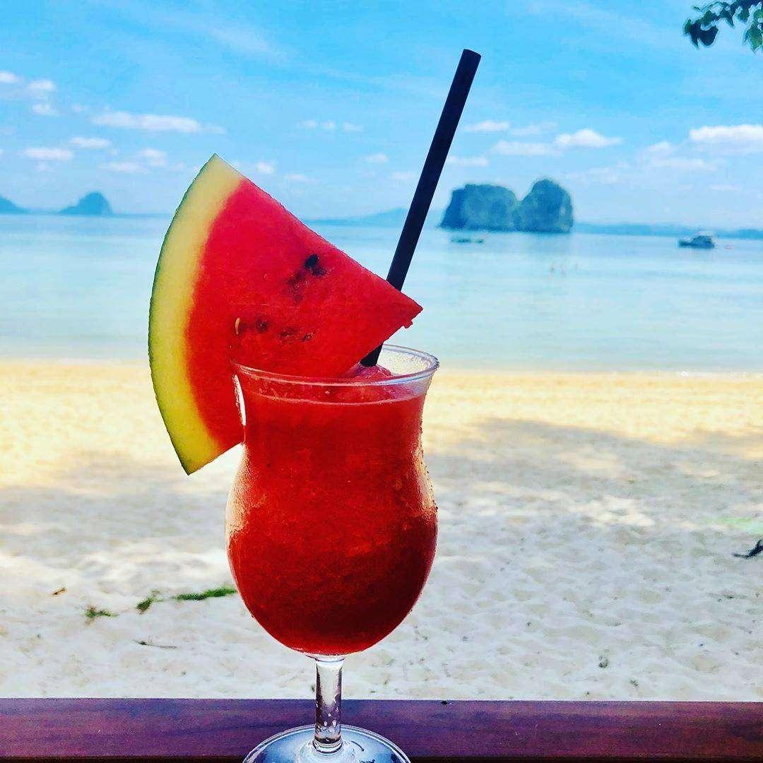 Watermeloenshake op het strand van Koh Ngai