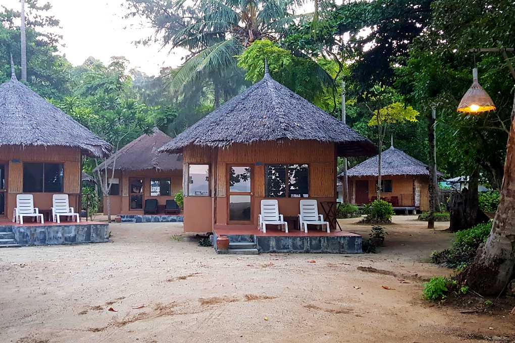 Thapwarin Resort bungalow op het strand Koh Ngai