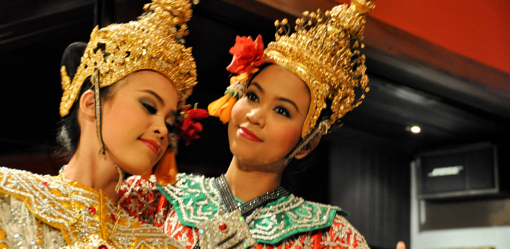 Thai dancers in traditional dress