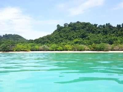 Het Eiland Koh Kradan Gezien Vanaf Een Longtailbootje Op Zee