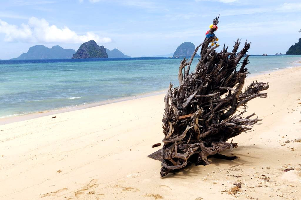 The amazingly beautiful island of Koh Ngai in the south of Thailand