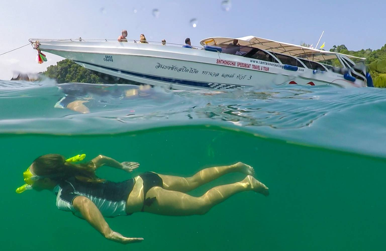 With an island tour from Koh Lanta to Koh Kradan where you can snorkel.