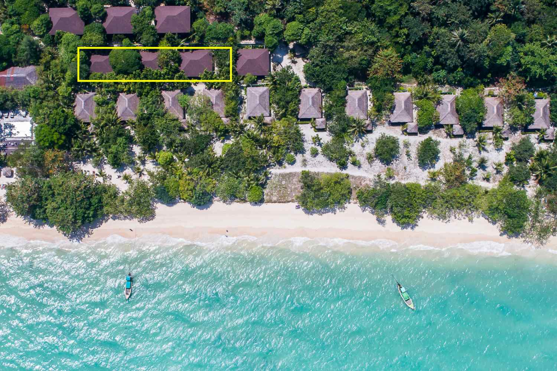 De Siam Villa's van The Sevenseas Resort op Koh Kradan gezien vanaf bovenaf