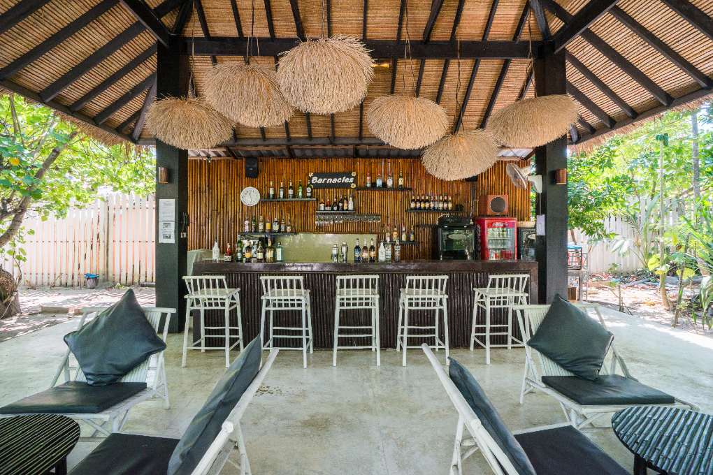 De Barnacle Bar van The Sevenseas Resort op Koh Kradan