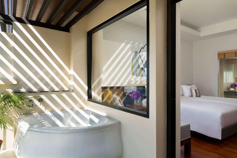 Whirlpool bath of the Avani Superior Sea View Room of the Avani Ao Nang Cliff Krabi Resort